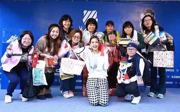 【K-SWISS】俏摩女陳庭妮與粉絲提前過聖誕,粉絲創意送愛,妮妮開心收愛