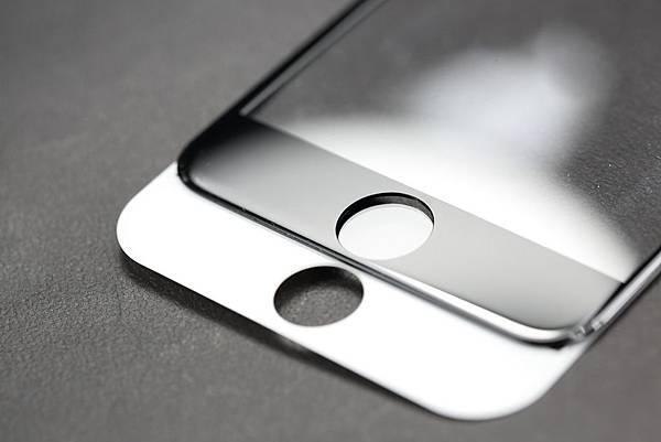 imos SOLID EX──正達3D滿版康寧強化玻璃保護貼。堅持台灣製造,市場唯一完全依照原廠玻璃尺寸,採全貼合防爆膜雙面3D成型技術,獨家採用康寧玻璃材質,提供比一般強化玻璃更強、更優越的抗刮性,硬度達9H,提供iPhone 6 & 6 Plus最強固、耐撞擊的完美螢幕保護。