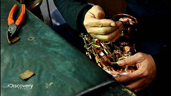 張連昌先生以手工方式自行摸索、研發,手工組裝出精細的薩克斯風,獲得國際認可