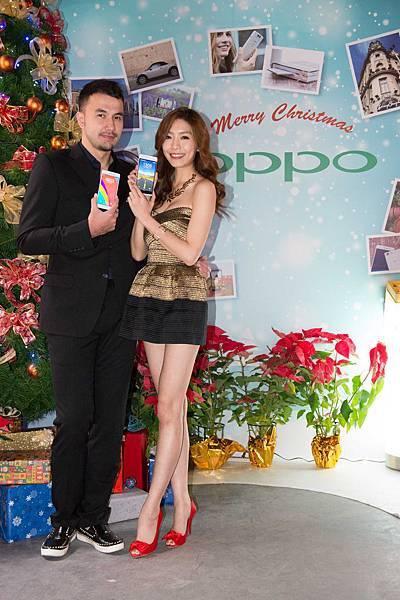 名模黃志瑋、王尹平力挺時尚手機新貴,交換OPPO手機做耶誕禮