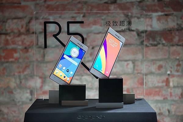 R5為全球第一款薄於5mm的智慧型手機,厚度僅4.85mm,同時搭載不鏽鋼材質及冰巢散熱系統,使機身薄而彌堅