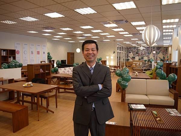 歐德集團陳國都董事長開心宣布台南第一家 全台第30家優渥實木正式成立 在2014年末交出漂亮成績單