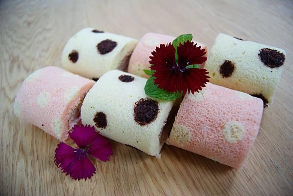 高雄翰品推出以草間彌生概念設計的圓點糕品甜點