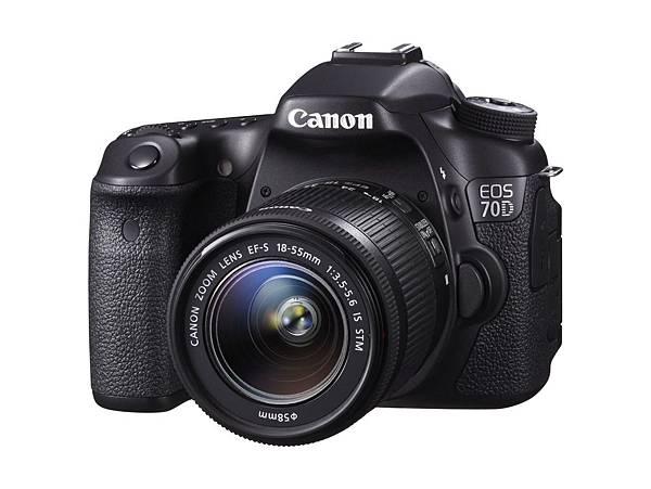 圖說六,熟齡愛拍夫妻偏好專業實用CP值高的單眼相機,EOS 70D內建雙像素CMOS自動對焦,疾速瞬間、完美攝獵