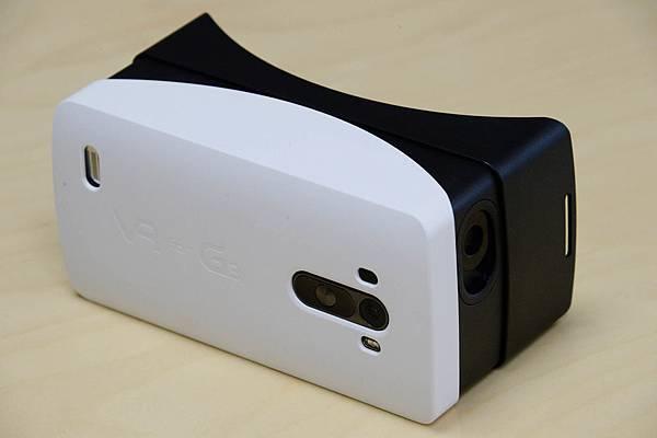 LG電子與Google攜手合作推出創新產品LG G3專屬VR虛擬視鏡,讓使用者可以在Google Play商店下載並體驗各種和VR相容的應用程式及遊戲。
