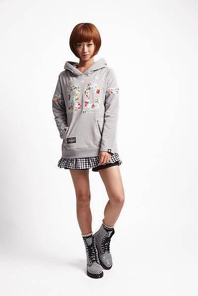 ROCKCOCO 2015年邀請輕甜系國民女孩—孟耿如擔任品牌大使,來完美詮釋春季的新龐克美學 (清新甜美LOOK_搖滾花漾甜心_灰_$2080)