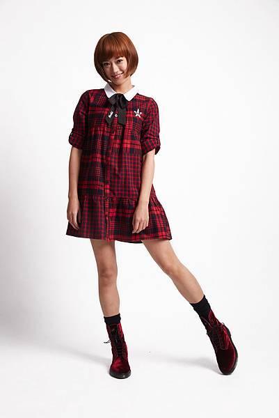 ROCKCOCO 2015年邀請輕甜系國民女孩—孟耿如擔任品牌大使,來完美詮釋春季的新龐克美學 (知性學院LOOK_學院小妞襯衫_$2080)