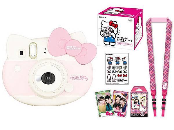 圖說二:Hello Kitty的貓頭造型拍立得,搭配英倫風底片、貼紙與相機背帶等周邊小物,Kitty迷不可錯過!