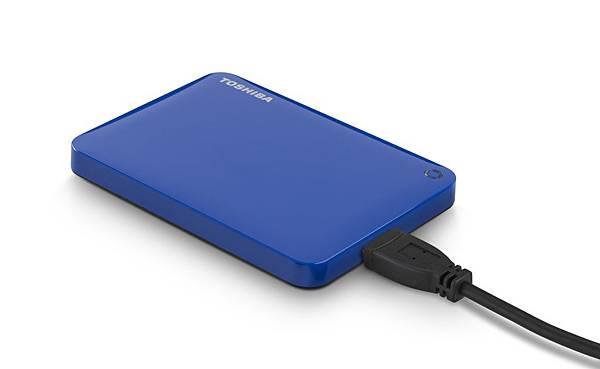 6.Toshiba推出Canvio Connect II外接式硬碟 產品圖(經典藍)。