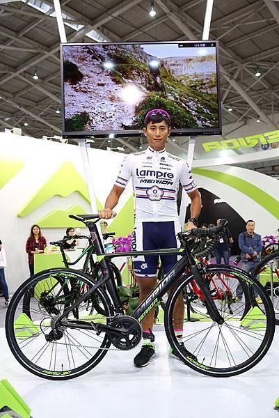 美利達於台北國際自行車展最後一日邀請到台灣首位晉升World Tour世界一級職業車隊的馮俊凱選手站台