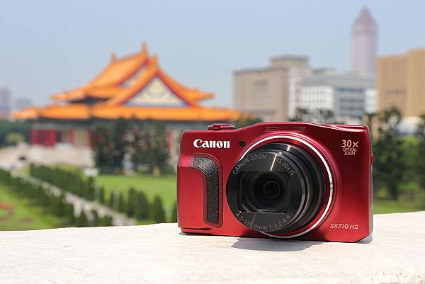 圖說一,Canon新推出兩款薄型高倍變焦類單眼相機,搶攻春暖花開旅遊季