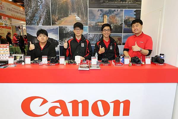 圖說二,旅展最特別的攤位即是相機品牌Canon,歡迎民眾前來免費體驗相機及帶走旅展加碼優惠