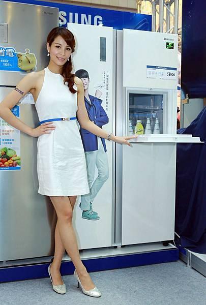 明星商品美式對開冰箱RS803,簡約時尚白造型,符合現代都會時尚家庭需求