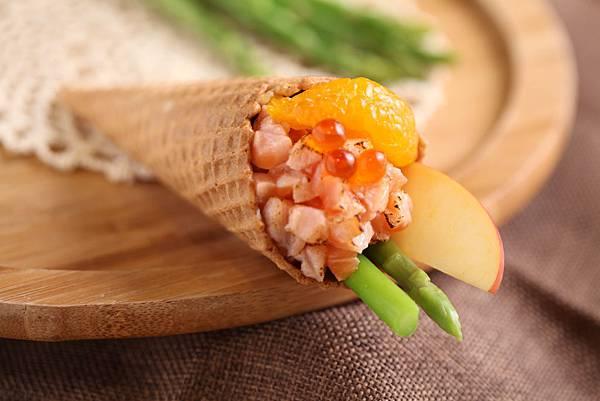鮭魚果蔬萬花甜筒