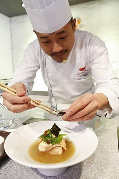李佳其師傅示範鮭魚親子玄米茶泡飯