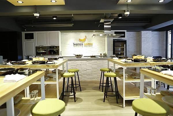 美威鮭魚廚房Cooking 區