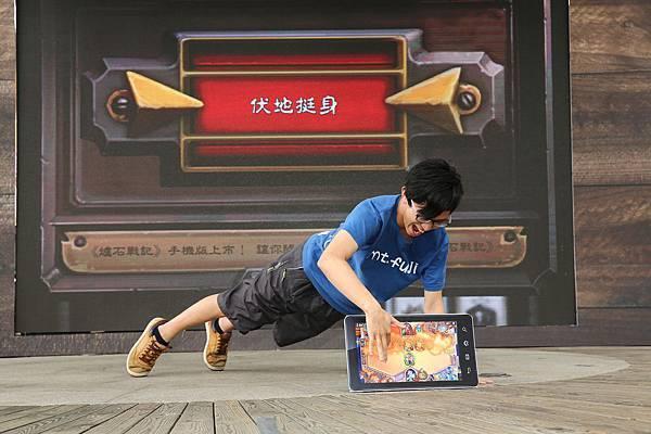 #爐Style我們的爐世代 玩家挑戰伏地挺身玩《爐石戰記》