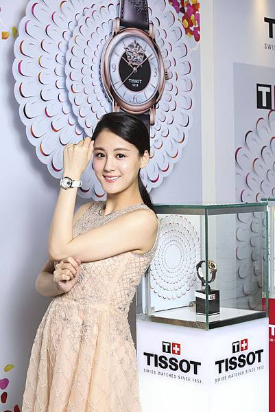 圖5.時尚準媽咪宋紀妍佩戴TISSOT Lady Heart 80小時自動腕錶