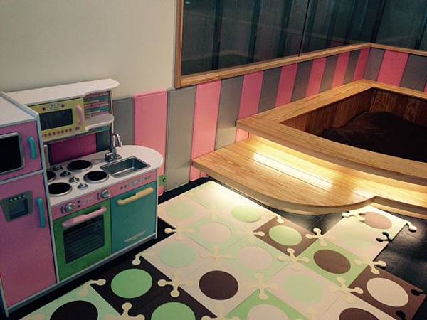 統一阪急台北店_恰恰食堂_小朋友最愛的沙坑(採用埃及進口的無毒決明子取代沙子)、小女孩會尖叫的家家酒小廚房