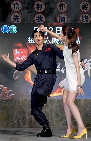 1-八極少年-開播記者發表-傅孟柏與吳亞馨-10313