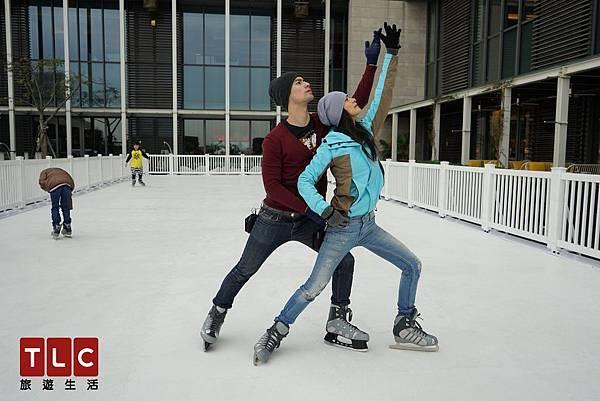 Janet與George體驗溜冰,浪漫雙人舞展現兩人好感情