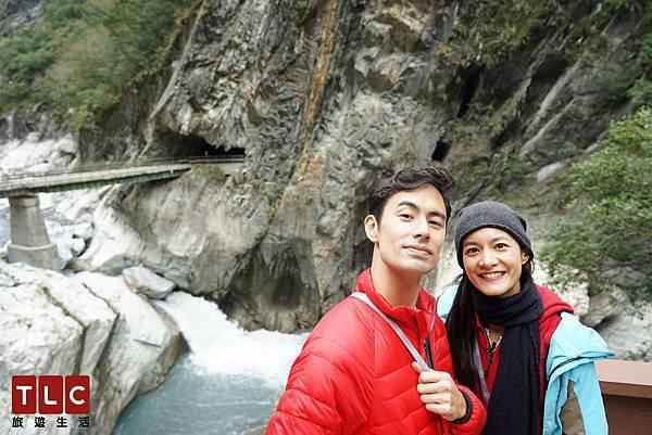 Janet帶George來到太魯閣,欣賞壯麗峭壁與瀑布美景