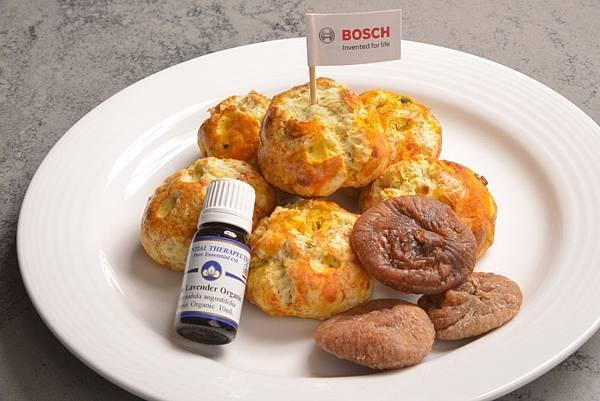 【新聞照-3】Bosch 烤箱早安甜蜜料理:《無花果薰衣草司康》使用Bosch 烤箱以200度烘烤15至20分鐘即可