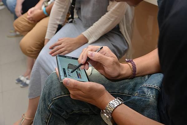 三星快閃系列活動邀請員工體驗S Pen塗鴉猜一猜小遊戲,發揮大家創意繪圖功力!