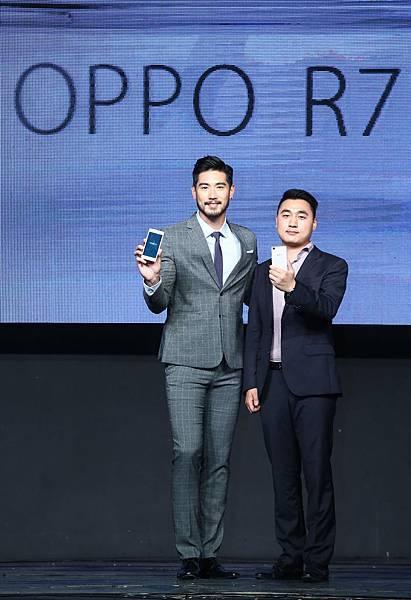 國際手機品牌OPPO,欽點國際男神高以翔擔任OPPO Taiwan形象大使,與OPPO Taiwan總經理Heaven何濤安共同展示R7系列手機。