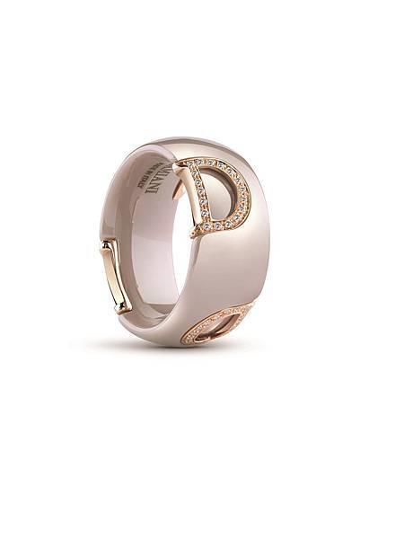 4. D.Icon魅力系列卡布其諾色陶瓷戒指,建議售價 NTD$ 84,800