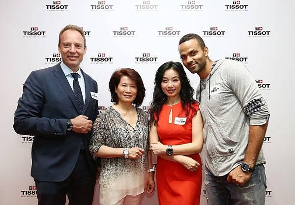 圖3. 天梭表全球銷售副總裁Olivier先生、斯沃琪集團中國區總裁陳素貞女士、天梭表中國區副總裁王穎女士以及天梭表全球品牌形象大使 Tony Parker合影。
