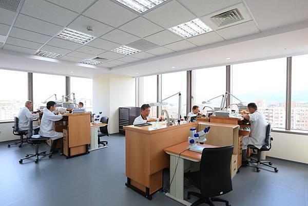 13.機芯維修工作區(workshop main room)