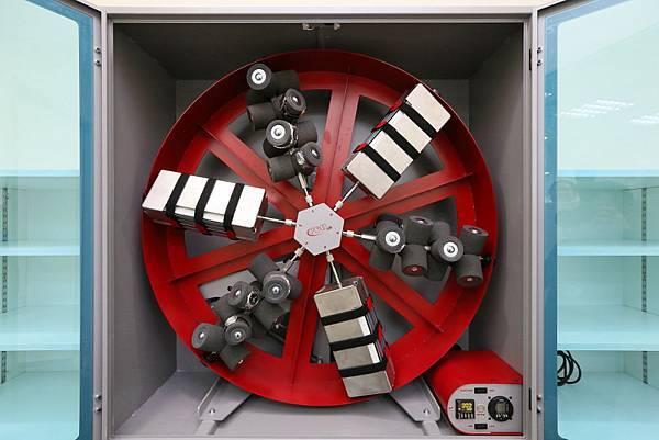 12設置在品質檢驗室(QC Room)與瑞士總部同等級的動能測試儀TWISTEST MK3