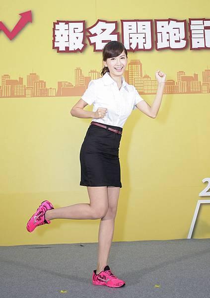 2sobDKpGqozyA=_= 跑鞋勁裝誓言以精明幹練形象跑出最佳成績圖片為驊采整合行銷提供