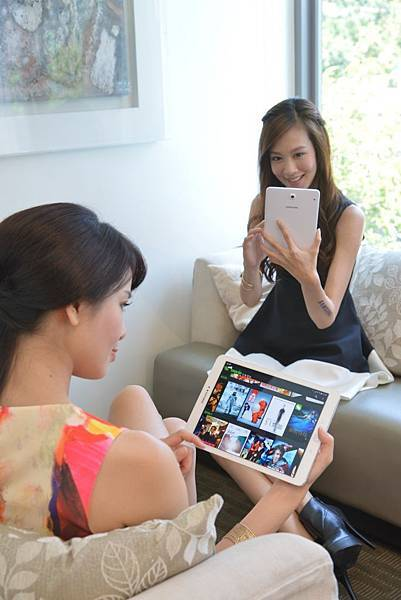 Galaxy Tab S2採用超高清解析度QXGA ( 2048 x 1536) Super AMOLED顯示螢幕,可涵蓋高達94% 的Adobe RGB 色域真實色彩