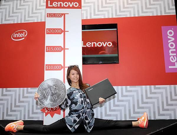 【Lenovo新聞照片一】Lenovo開展祭出限量1台10元筆電,民眾挑戰180度劈腿搶IdeaPad 100!