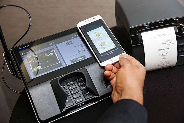支援NFC與MST兩項技術,Samsung Pay能與現有的大部份讀卡機相容,為顧客帶來暢行無阻的付款方式