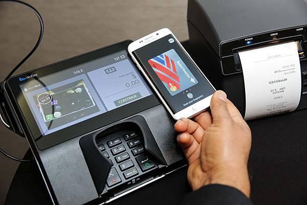 Samsung Pay為一項高度安全、容易使用的行動支付服務,讓使用者一機在手,暢行世界無阻