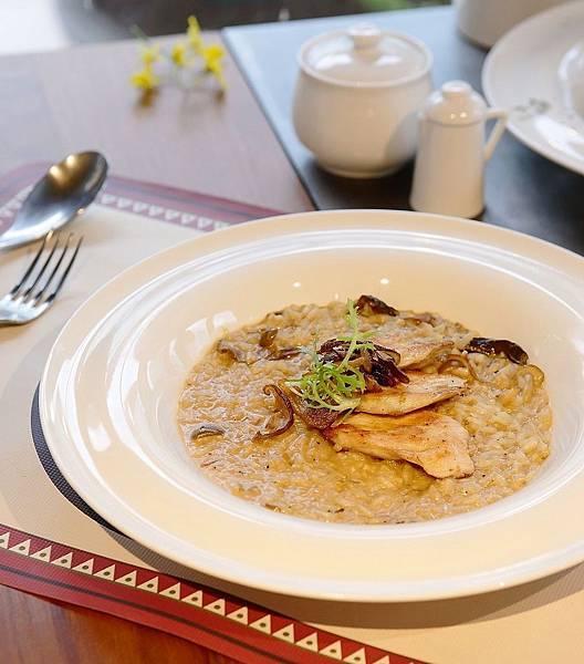Roots Cafe牛肝菌雞肉燉飯 NT$360