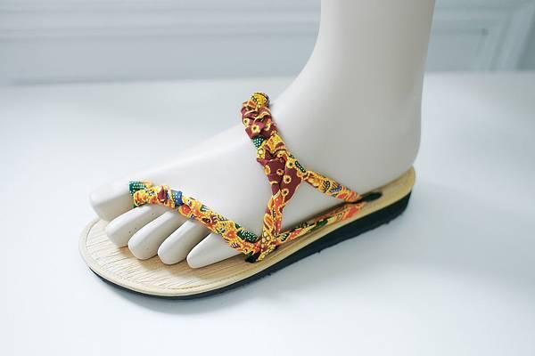 圖1_Betel Life花漾橘百變綁帶涼鞋系列,建議售價NT1,200