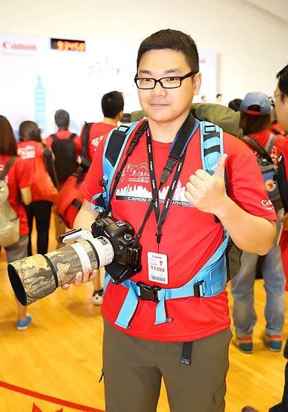 圖說五,2014年香港Canon攝影馬拉松金獎得主「許興華」受邀來台參賽,帶著EOS 5D Mark III一同與其他參賽者用相機看台灣