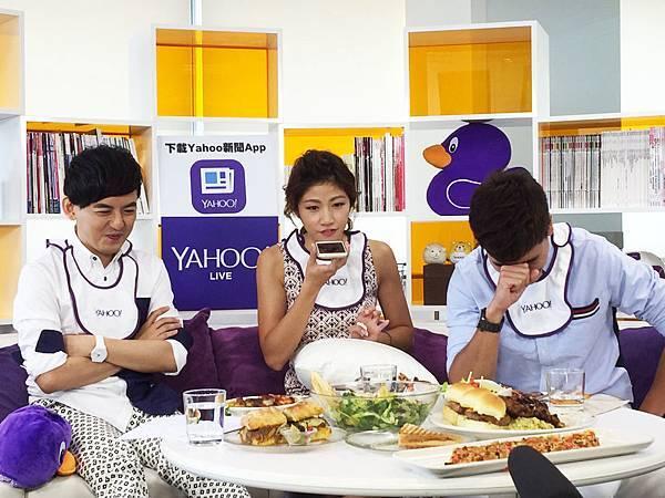 李千娜接受Yahoo LIVE 專訪友情大考驗,現場 Callout 好友蔡昌憲(圖片由Yahoo奇摩提供)