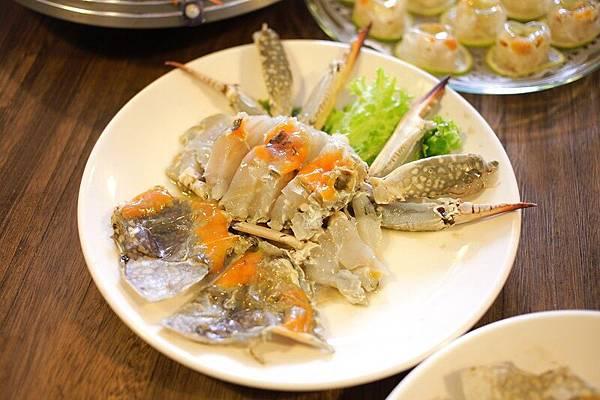 由於藍鑽蟹新鮮、品質優良,適合呈現懷念的老味道「嗆蟹」。(照片提供:太食記)