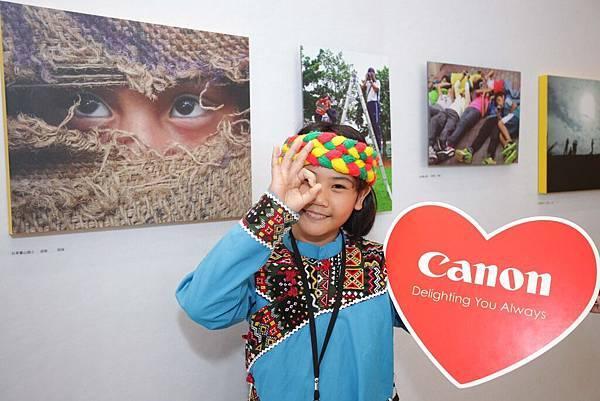 圖說五,Canon連續三年將「Canon攝影馬拉松」的報名費贈予公益平台文化基金會,讓花東偏鄉地區上千名孩童學會透過相機記錄大自然、記錄他們的家鄉與文化,更記錄他們最真切也最純淨的童年