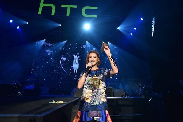 圖1 安心亞在HTC Desire Party精彩演出