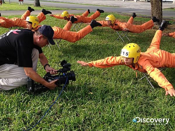 Discovery頻道今年再度與國防部合作拍攝《台灣特戰部隊2》,將首次完整公開最為神秘的特戰部隊海軍陸戰隊特勤隊,俗稱黑衣部隊,以及專職高空滲透的空降特戰部隊神龍小組的嚴苛訓練。