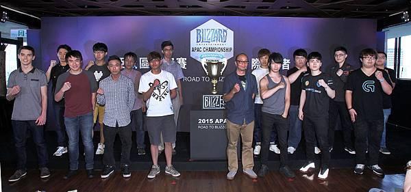 Blizzard Entertainment Taiwan為祝福各位選手都能發揮最強實力,邁向Blizzard電競最高殿堂─BlizzCon世界盃聯賽,特地準備象徵勝利榮耀的獎盃,致贈各國選手。