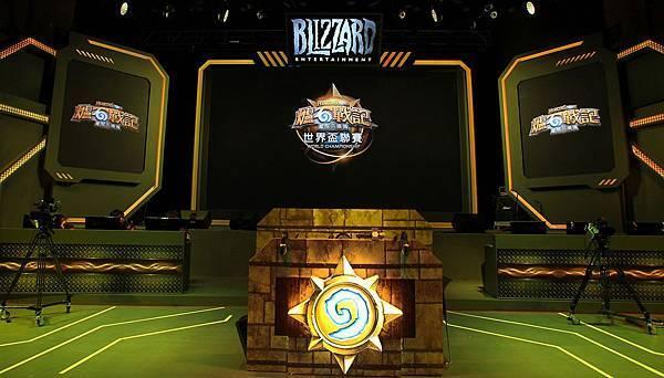 「Blizzard亞太區冠軍賽」今年首度移師台北舉辦,並以中、英、日、韓4種語言於3國同步直播,讓全球玩家零時差感受Blizzard電競的熱血魅力!