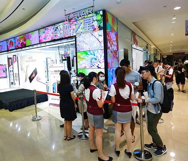台灣之星iPhone 6s首賣會祭出免費升級現賺$4000優惠,凌晨已有大批果迷排隊守候