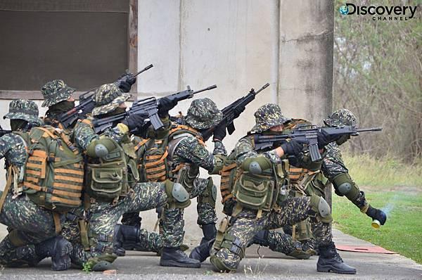 黑衣隊員需具備武術、爆破、城鎮戰、反恐作戰、水域滲透、叢林滲透的能力,Discovery頻道貼身記錄城鎮作戰戰術訓練